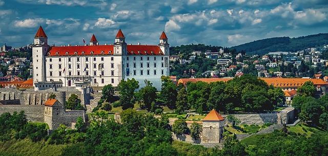 bratislava-1905408_640